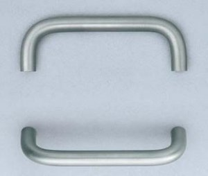 Omnia 9537/102 4 Inch Center to Center Stainless Steel Pull